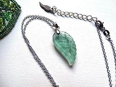 Pendentif collier vert translucide pierre fluorite sculptée aile d'ange/idée cadeau femme, Noël, Saint Valentin, fête des mères, anniversaire