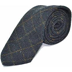 Corbata tradicional con patrón escocés color azul marino