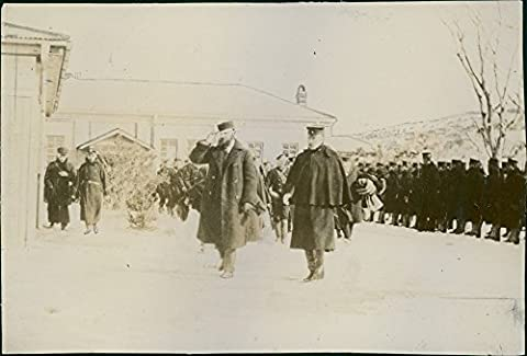 Reprint image of Russian soldiers gathered in Seoul Korea.