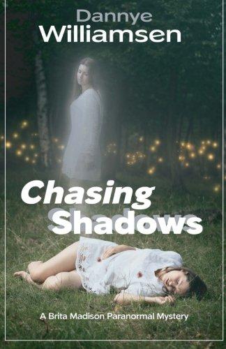 Chasing Shadows: A Brita Madison Paranormal Mystery (Brita Madison Paranormal Mysteries, Band 1)