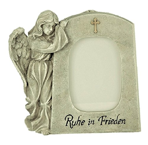 Grabschmuck Engel neben Trauerstein mit Foto Fenster und Aufschrift Ruhe in Frieden Grabdekoration