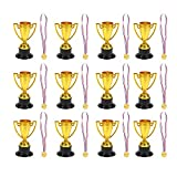 STOBOK 24Pcs Giocattoli per Bambini Mini plastica Mini Coppe d'oro e medaglie per Feste Forniture per Bambini Early Learning Toys (12 * Trofei + 12 * Medaglie)