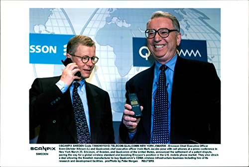 vintage-photo-of-ericsson-chief-executive-officer-sven-christer-nilsson-and-qualcomm-chief-executive