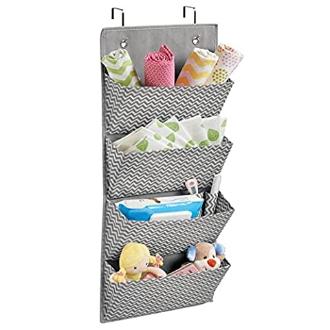 mDesign organiseur pour armoire en chevron (gris/ crème) – 4 poches de rangement en polypropylène respirant – étagère multifonctionnelle, montage à la porte (suspension) ou au mur
