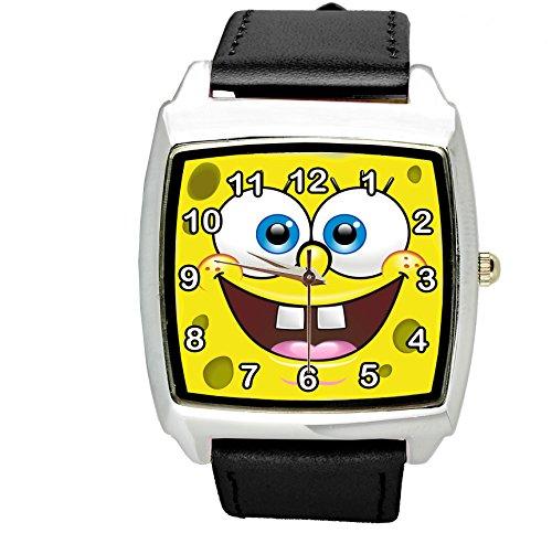 4 Band Spongebob (taport® Sponge Bob Square Pants Quarz squarewatch schwarz Leder Band + Gratis Ersatz Akku + Geschenk Tasche)