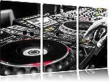 Modern beleuchteter DJ Pult Schwarz/Weiß 3-Teiler Leinwandbild 120x80 Bild auf Leinwand, XXL riesige Bilder fertig gerahmt mit Keilrahmen, Kunstdruck auf Wandbild mit Rahmen, gänstiger als Gemälde oder Ölbild, kein Poster oder Plakat