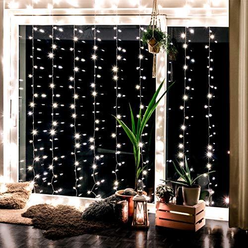 Lichterkettenvorhang mit 300 LEDs für innen und außen - 3 x 3 Meter | Lichterkette mit 8 Modi warm-weiß - kein austauschen der Batterien | Lichtervorhang für Fenster – Fensterdeko | von CozyHome