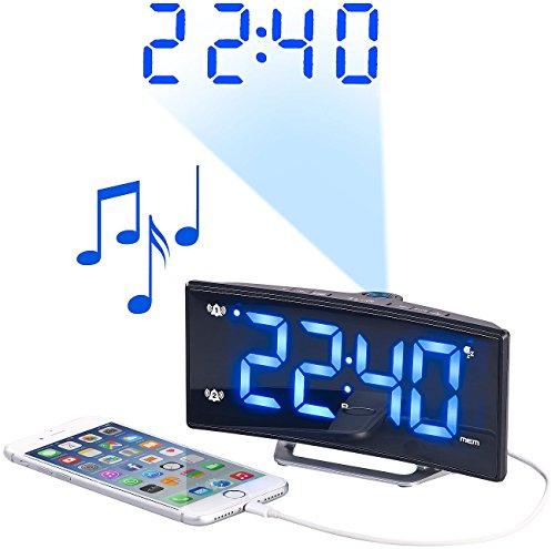 auvisio Funk Radiowecker: Projektions-Radiowecker mit Curved-Display, Dual-Alarm & USB-Ladeport (Wecker mit Projektion)