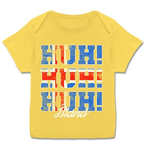 Fußball-Europameisterschaft 2020 - Baby - Island Huh Huh Huh - 68-74 (9 Monate) - Gelb - E110B - Kurzarm Baby-Shirt für Jungen und Mädchen -