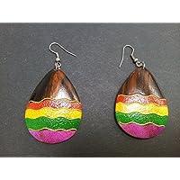 Graziosi e originali orecchini colorati realizzati in legno dipinti a mano