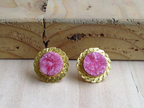 Kleine Grenze (Kleine rosa Runde Druzy Ohrstecker mit Gold Seil wie Grenze von Enhara Juwelen, Edelstein Ohrstecker für Frauen)