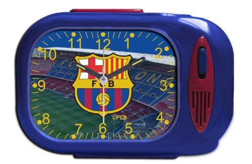 Despertador del F.C.BARCELONA. Reloj despertador analógico. El sonido del despertador puede seleccionarse entre el himno del Barça o campana. Luz: led en la parte derecha al pulsar botón trasero. Color azul y granate. Dimensiones: 13 x 9,2 x 6 cm. Fu...