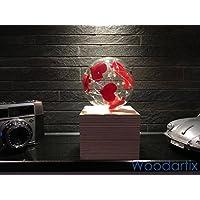Beleuchtete Glaskugel mit Holzkubus Geschenkidee Valentinstag als Überraschung Stimmungslicht Ambiente Design Handgefertigt Natur zur Dekoration mit rote Herzen Batteriebetrieben [Energieklasse A++]