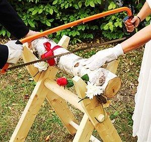 Preisvergleich Produktbild Hochzeitsideen Hochzeits-Baumstamm sägen als Komplett Set inkl. Säge-Bock, Bügelsäge, Stamm aus Holz, Handschuhe