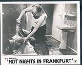 Hot Nights in Frankfurt Playgirls von Vera Tschechowa Sexy Aushangfoto Dusche
