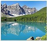 Wallario Herdabdeckplatte/Spritzschutz aus Glas, 1-teilig, 60x52cm, für Ceran- und Induktionsherde, Tiefblauer See mit Bergpanorama und Wäldern – Kanada