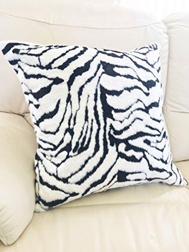 Lancashire Textiles 1008 Kissenbezug, Kunstfell, Tigerfell, 65 x 65 cm, Weiß/Schwarz
