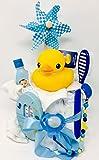 Elfenstall Windeltorte/Pamperstorte mit Spielzeug und Schnullertkette als tolles Geschenk/Geschenkset zur Geburt oder Taufe auf Wunsch mit Name des Babys (Badeente Junge)