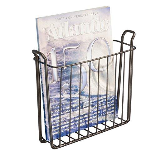 mDesign Zeitungshalter für die Wand – schöner Zeitschriftensammler aus Metall für Badezimmer, Küche oder Büro – auch für Bücher, Tabletts etc. geeignet – bronze