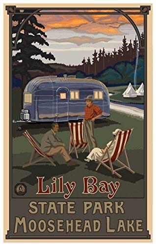Northwest Art Mall Lily Bay State Park Maine Airstream Trailer Travel Poster Kunstdruck von {Künstler. fullname} ({outputsize. shortdimensions}) Antik 12x18 inch