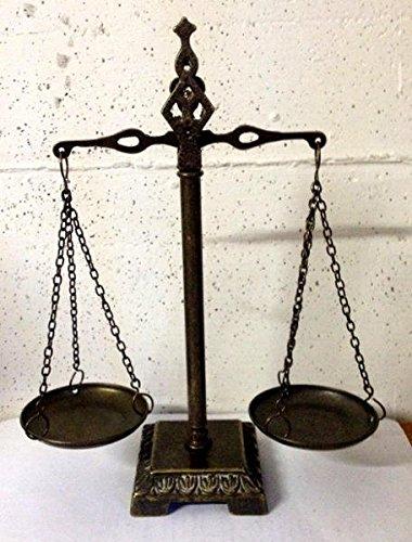 Reproducción de una Bilancina portugués de latón de 2platos. Dimensiones: Altura: 28cm x 9cm x 9cm (base) (objeto decorativo)
