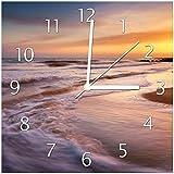 Wallario Glas-Uhr Echtglas Wanduhr Motivuhr • in Premium-Qualität • Größe: 30x30cm • Motiv: Sonnenuntergang am Strand - Abendspaziergang