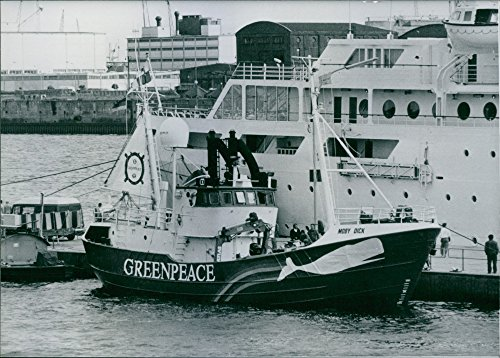 vintage-photo-of-greenpeaces-moby-dick-1986