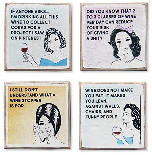Zumatico Wein-Untersetzer-Set und Halter, rustikales Holz mit lustigen Sprüchen und Zitaten, tolles Weingeschenk für Frauen, Zubehör zum Schutz von Bartischen für Weinliebhaber