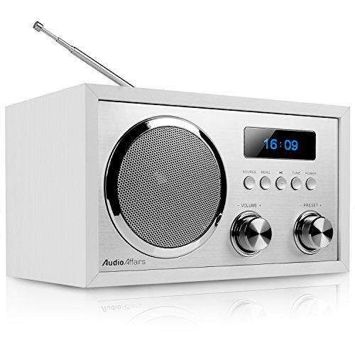AudioAffairs DAB+Digitales Nostalgie-Radio | UKW-Retroradio mit Bluetooth | 2 Alarmzeiten mit Radiowecker | AUX-IN | Kopfhörereingang | Weiß – Nur erhältlich auf Amazon.de