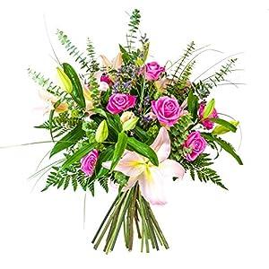 Flores AVRIL ofrece: ramo de flores naturales y frescas entregadas a domicilio, conteniendo 4 stargazer, 8 rosas aqua, eucaliptu cinerea, 5 limonium lila y verde variado, envoltorio en papel celofán