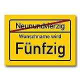 Herz & Heim® Riesiges PVC Ortsschild Zum 50. Geburtstag mit Wunschname 70cm x 50cm