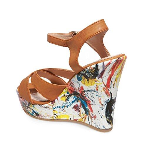 La Modeuse - Sandales en simili cuir doté d'untalon compensé aux imprimés coup de pinceau Camel