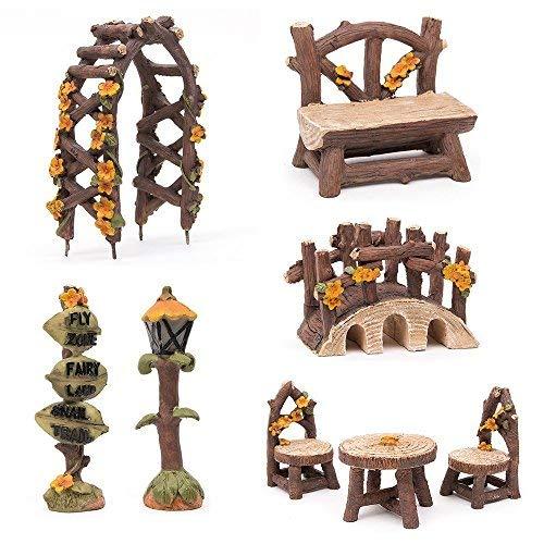 SecretRain Gartenmöbel-Set aus Harz, Stühle, Tisch, Gartenmöbel, Bank, Brücke, Straßenbeleuchtung und -schild, handbemalte Ornamente für Zuhause und Außenbereich, 8 Stück. -