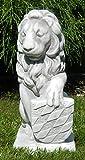 Deko Skulptur Löwe mit Wappen auf linker Seite H 39 cm aus Beton