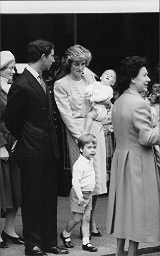 vintage-photo-of-the-english-king-family-on-cruise-prince-charles-and-princess-diana-with-the-prince