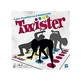Hasbro 98831103Aggiungi un tocco di divertimento in qualsiasi serata con amici o eventi di famiglia con Twister. Questo gioco è il classico gioco con 2 mosse o più. Dai filo da torcere ai tuoi avversari cercando di stare in equilibrio nei punti giust...