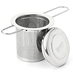 Sweese 2210 Teesieb Teefilter und Deckel/Abtropfschale, Faltbare Griffgestaltung - Edelstahl Sieb für Loseblatt Grain Tee-Schalen, Tassen und Töpfe