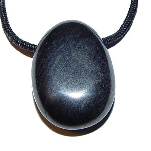 Hämatit gebohrt als Anhänger flacher Trommelstein mit Bohrung gute Steinqualität und Polierung.(3379)