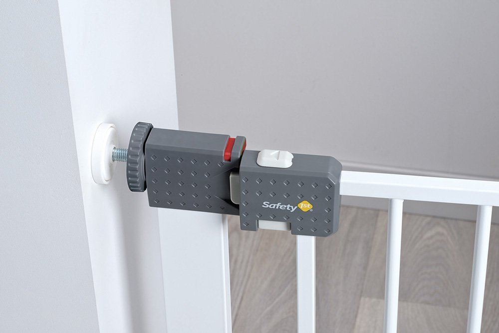 Safety 1st Quick Close ST Extra Secure Metal Child Safety Gate Stair Gate Extension Can be Extended Up to 136cm for Clamping White 73-80cm (from 6-24Months) Safety 1st High quality stair gate made of metal, is suitable for children between approx. 6up to 24months. Extra secure: with SecurTech system, and double locking system. Practical clamping–no drilling or screws required. 5