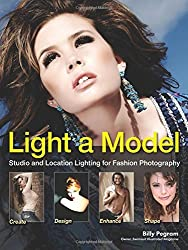 Light A Model : Studio and Location Lighting Techniques for Fashion Photography by Billy Pegram (2014-07-17)