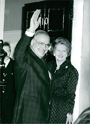 vintage-photo-of-mrs-margaret-thatcher-welcoming-the-new-west-german-chancellor-helmut-kohl-at-numbe
