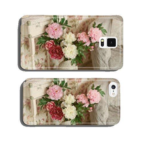 Künstliche Blumen in einer dekorativen Vase stehend auf dem Boden in Handy Schutzhülle iPhone5