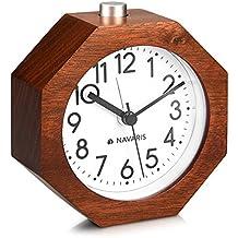 Navaris reloj analógico de madera - despertador retro octagonal con función snooze y alarma - reloj clásico en madera natural marrón oscuro