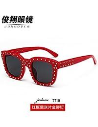 Nueva version coreana de la gafas de sol, hembra marea Star remaches, personalizado gafas