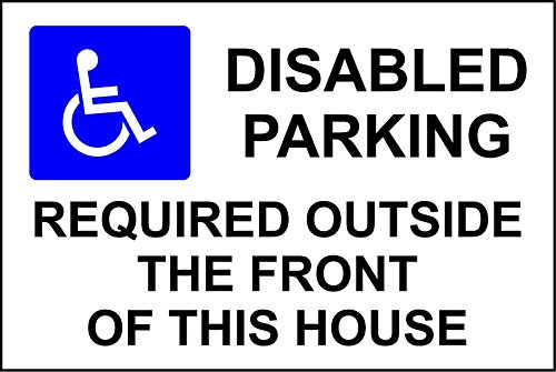 handicapes-de-stationnement-des-piles-a-lexterieur-du-avant-du-cette-maison-de-securite-3-mm-en-alum
