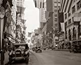 Vintage Images – 1920s-1926 Downtown Chicago State Street With American And Other National Flags Kunstdruck (27,94 x 35,56 cm)