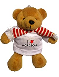Llavero de oso marrón de peluche con Amo Mordecai en la camiseta (nombre de pila/apellido/apodo)