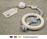 Baby Kinderwagen Anhänger mit NAMEN | Kinderwagenkette mit Wunschnamen - Jungen Motiv Herz in babyblau & Blume in weiß