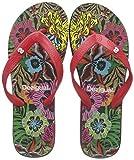 Desigual Tongs femme Flip noir 19SSHF10 Tongs flip-flop de couleur noire et rouge ornées d'un imprimé coloré d'inspiration florale tropicale sur la plante du pied et de mandalas sur la bride. Son design confortable et léger est idéal par temps chaud....