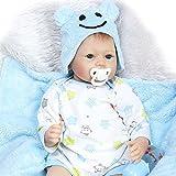 Decdeal 55cm Reborn Baby Junge mit Stoff Körper Lebensecht Baby Puppe mit Bär Hut NPK